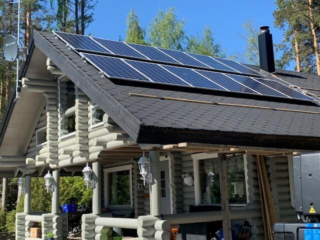 Aurinkosähkö talon katolle, Sähkö-av