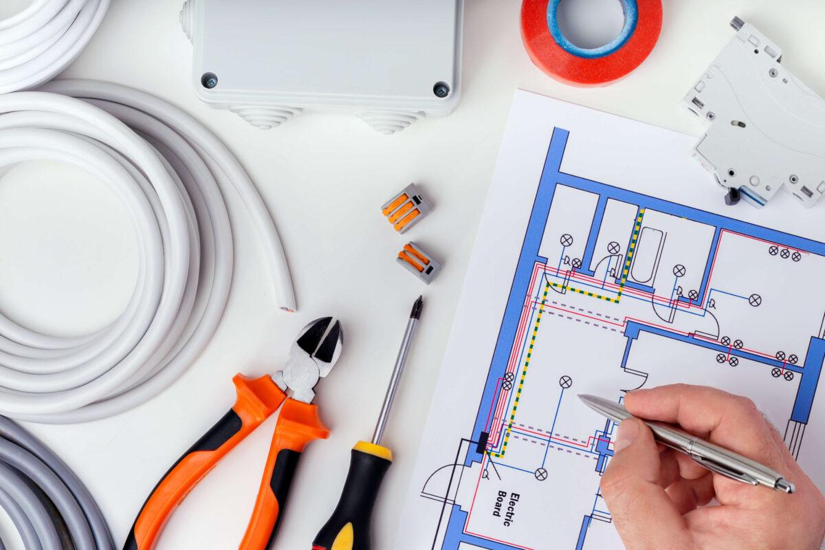 Sähkötöiden suunnittelu ja koulutus, Sähkö-av